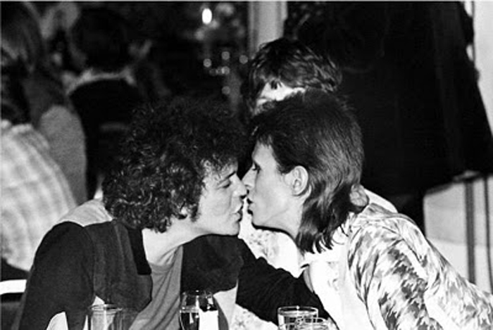 Mick-Rock_lou-reed-and-david-bowie-kissing-1973